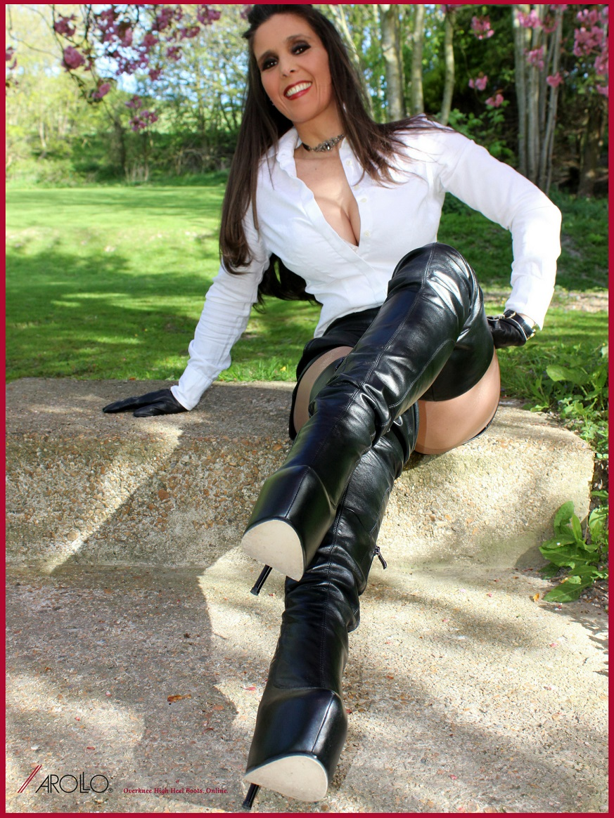 Lady Annabelle wears AROLLO Thigh High Boots ANNA2 III